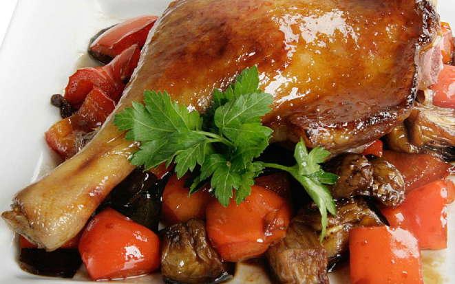 Секрет приготовления пряных утиных ножек с овощами в мультиварке