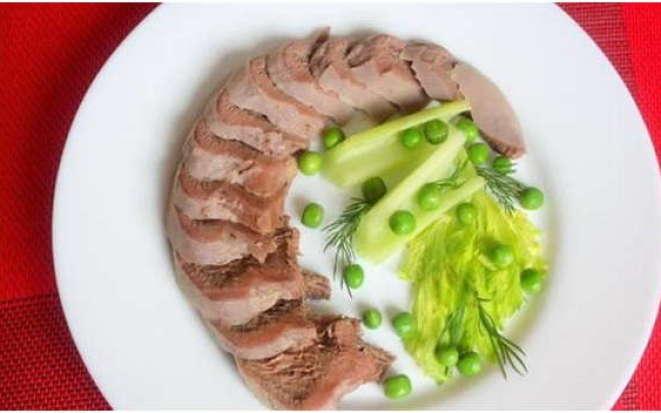 Рецепт деликатесного говяжьего языка в мультиварке Редмонд