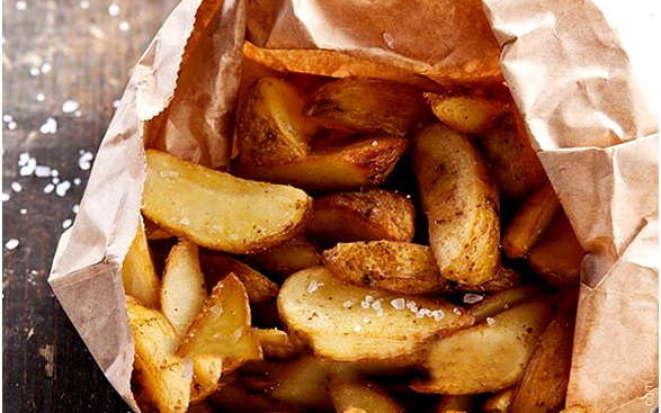 Попробуйте картошку по-селянски, приготовленную на гарнир с помощью мультиварки