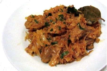 Простой рецепт вкусной тушеной капусты с мясом в мультиварке Редмонд