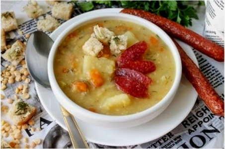 Ароматный гороховый суп с копченостями в мультиварке Редмонд