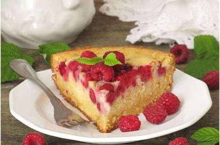 Секреты приготовления ягодного пирога с малиной в мультиварке