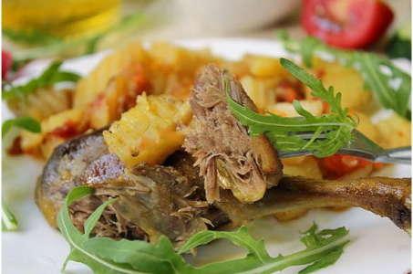 Рецепт нежного тушеного картофеля с утиным мясом в мультиварке