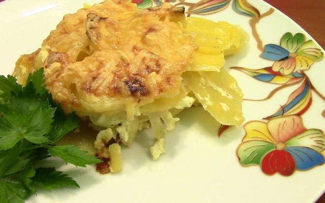 Два шикарных способа приготовления картофеля в мультиварке со сметаной