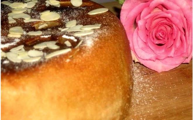 Готовим сочный пирог со сметаной и яблоками в мультиварке