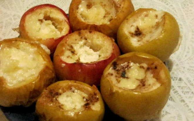 Интересный вариант приготовления вкусного десерта из яблок и творога в мультиварке