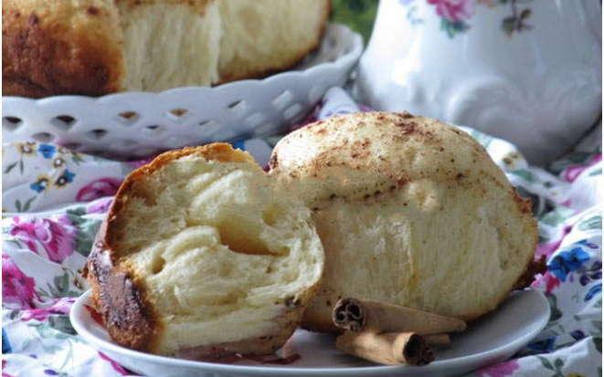 Нежные ванильные булочки с посыпкой из корицы в мультиварке