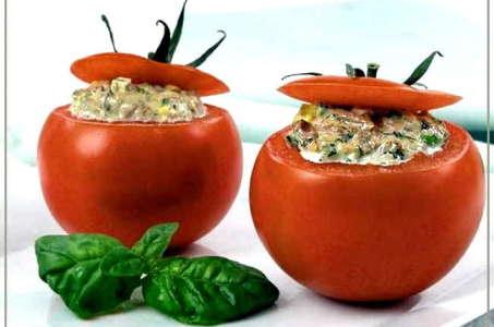 Аппетитные фаршированные помидоры со сметаной в мультиварке