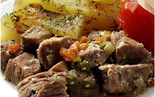 Тушеная говядина с картошкой на пару в мультиварке: один прибор — два блюда