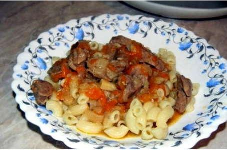 Простой способ приготовления вкусного тушеного мяса с овощной подливкой в мультиварке