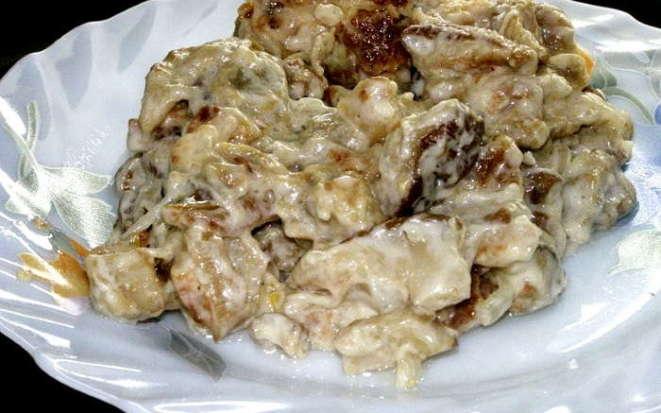 Рецепт аппетитных белых грибов со сметаной в мультиварке