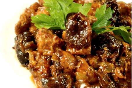Сказочно вкусное мясо, тушенное с черносливом в мультиварке