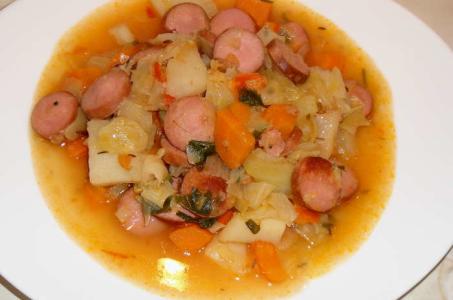 Рецепт тушеной картошки с овощами и сосисками в мультиварке