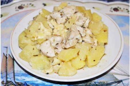 Готовим аппетитную картошку с куриной грудкой в мультиварке