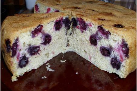 Готовим аппетитный бисквитный пирог при помощи мультиварки