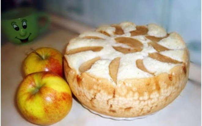 Простые рецепты шарлотки с яблоками, фруктами и ягодами в мультиварке