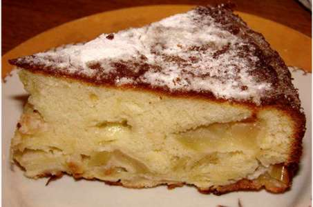 Замечательный пирог с яблоками на кефире в мультиварке