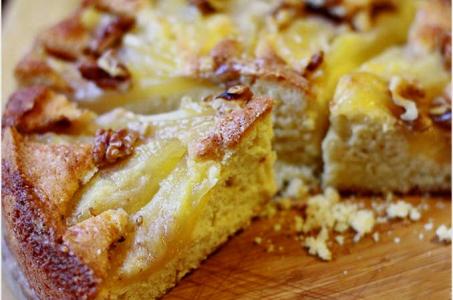 Пирог с ароматными грушами и творогом в мультиварке
