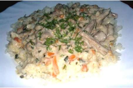 Готовим сытное и нежное блюдо в мультиварке — бедро индейки в сметанном соусе