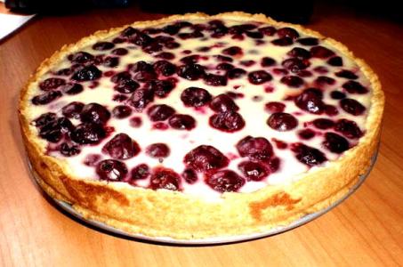 Творожный пирог с вишневой начинкой в мультиварке