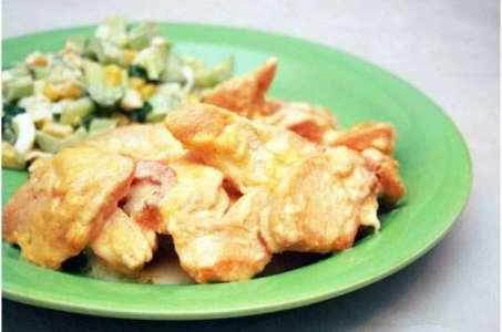 Приготовление куриного филе со сметанно-чесночным соусом в мультиварке