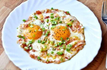 Классный вариант приготовления аппетитных жареных яиц в мультиварке
