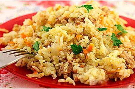 Готовим в мультиварке рис с фаршем под пикантным соусом