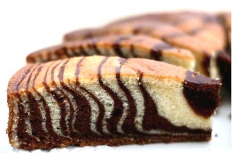 """Пирог """"Зебра"""" с чередующимися слоями шоколадного и ванильного теста в мультиварке"""