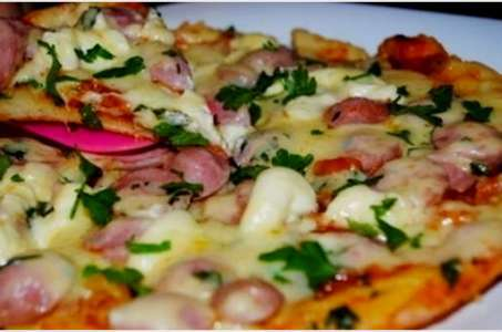 Готовим быструю пиццу на бездрожжевом тесте в мультиварке