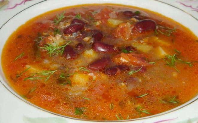 Фасолевый суп с говядиной и свежей зеленью в мультиварке
