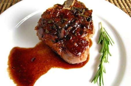 Как приготовить говяжий язык под красным винным соусом в мультиварке