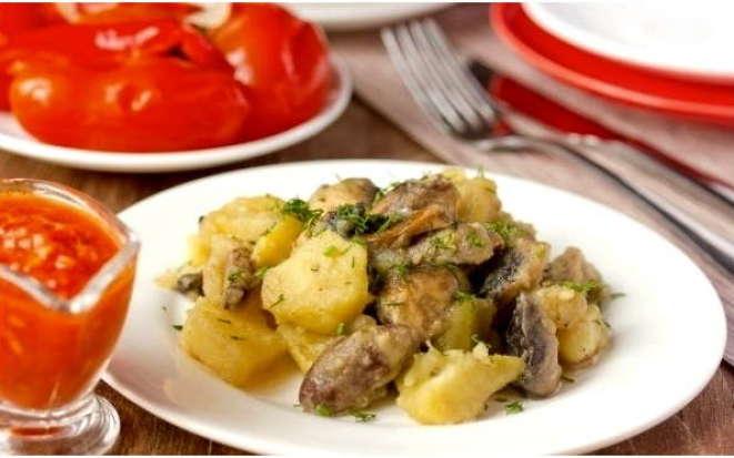 Как приготовить вкусные куриные сердечки с картофелем в мультиварке
