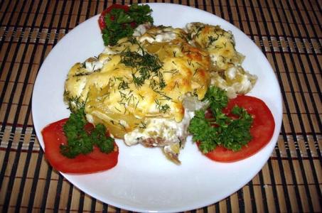 Изысканный вариант приготовления запеченной картошки с мясом и сыром в мультиварке