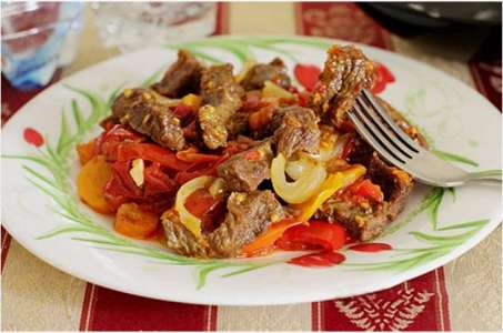 Рецепт молодой телятины с овощами и сливками в мультиварке