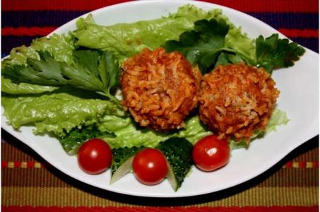 Ежики в томатно-сметанном соусе в мультиварке — привет из детства