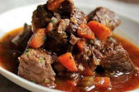 Ароматная говядина с черносливом, тушеная в мультиварке