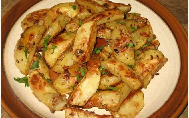Секреты приготовления вкусного печеного картофеля в мультиварке