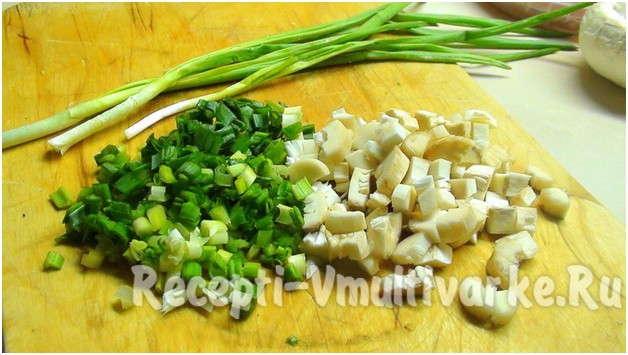 нарезать лук и чеснок