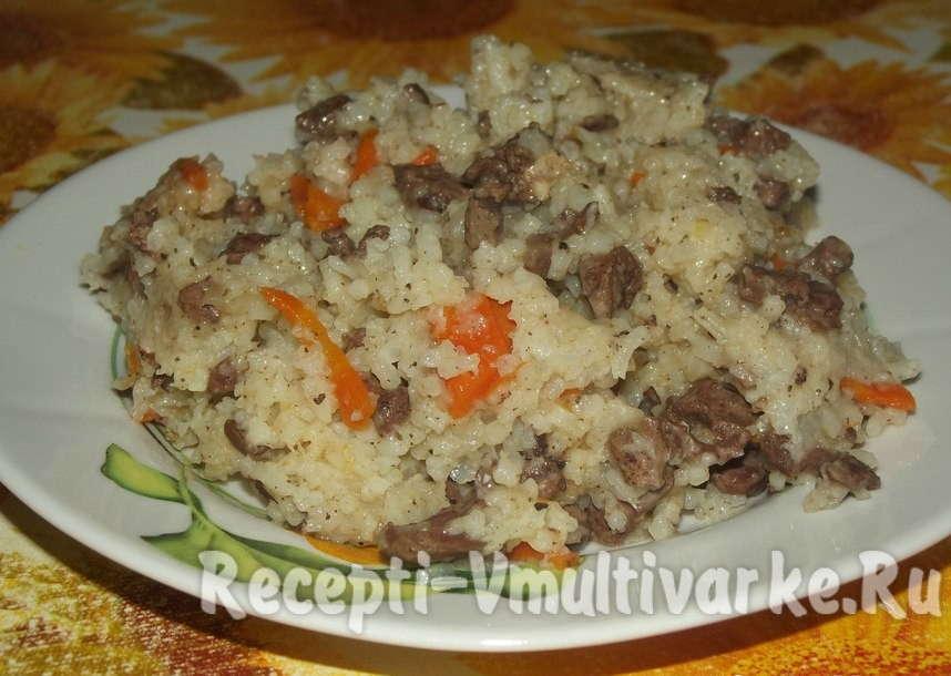 рис морковь на тарелке