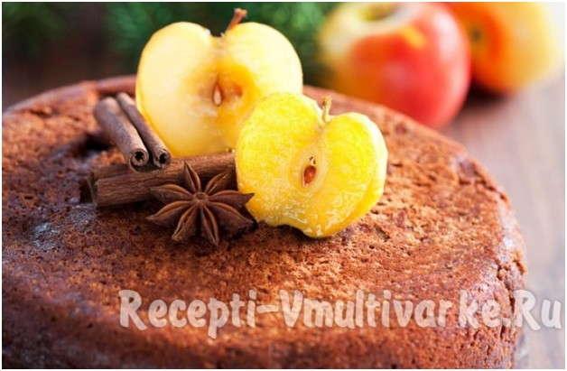 пирог украшенный яблоками