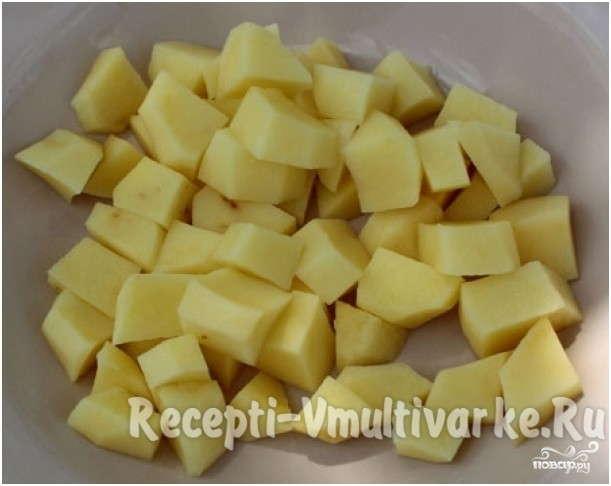возьмите картошечку нарезанную кубиками