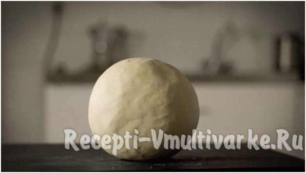 скатайте тесто в шарик