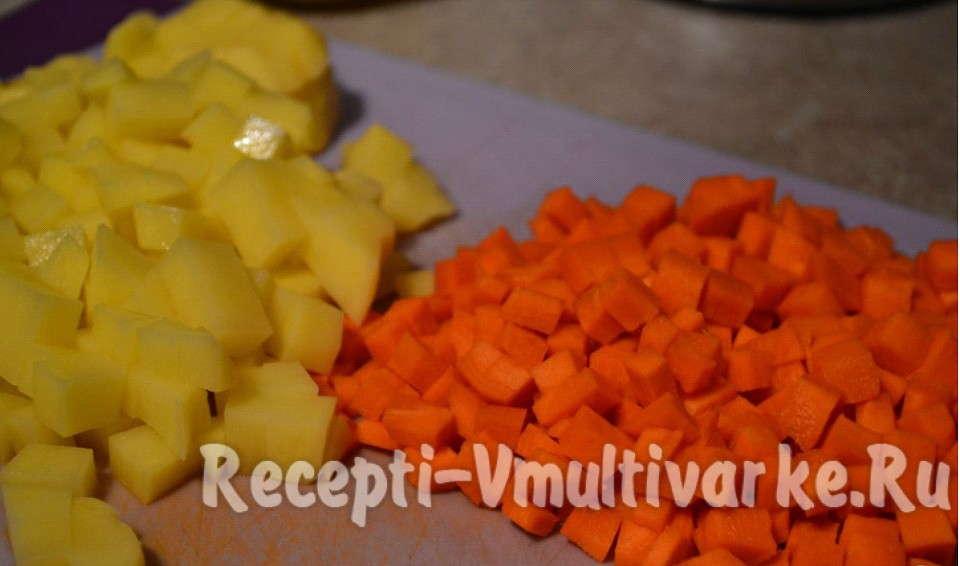 порежьте морковь и картофель