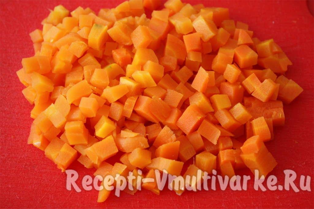 нарезать морковь мелкими кубиками