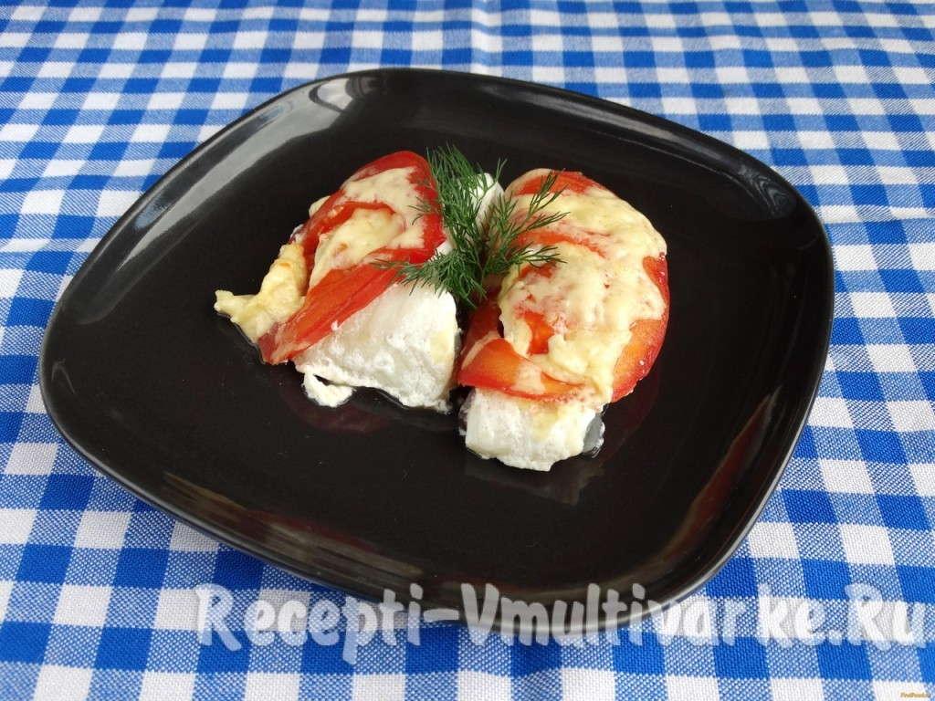 рыба с помидорами на блюде