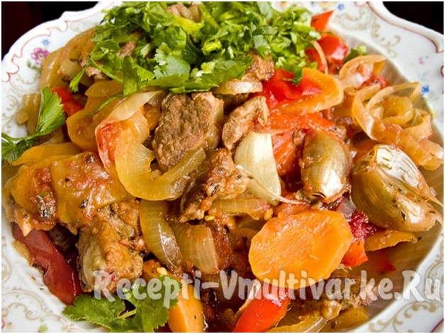 блюдо с мясом и овощами