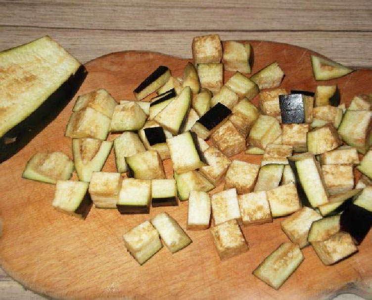 порезать на доске овощи