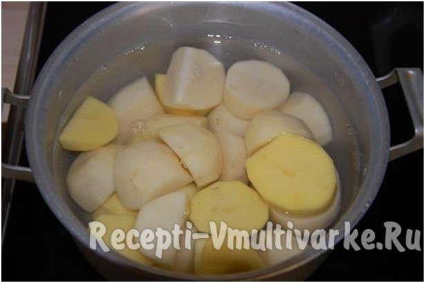 поставить варить картофель