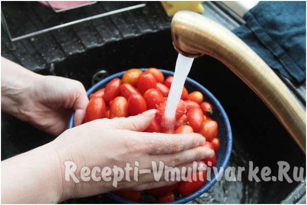 хорошенько промыть помидоры