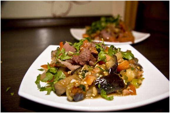 аппетитное блюдо с овощами